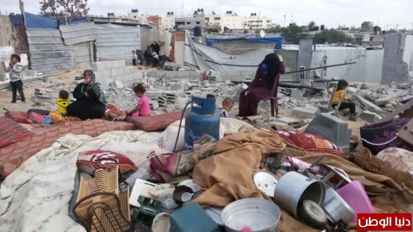 خانيونس:40 لاجئا يعانون منازلهم والجهات 3910729334.jpg