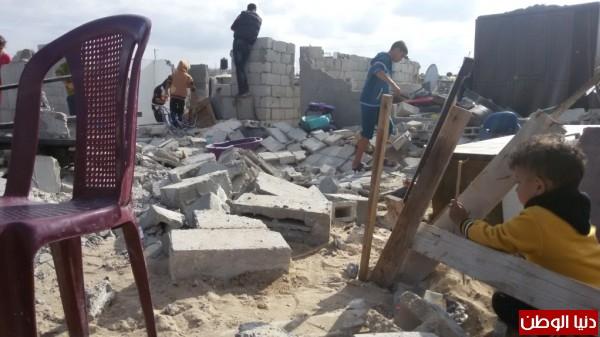 خانيونس:40 لاجئا يعانون منازلهم والجهات 3910729338.jpg