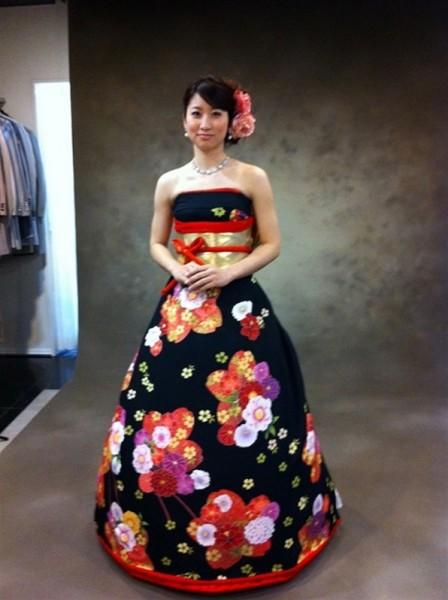 يتحول الكيمونو التقليدي لفساتين زفاف
