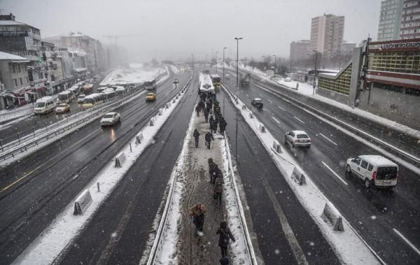 الثلوج تغطي اسطنبول 3910745383