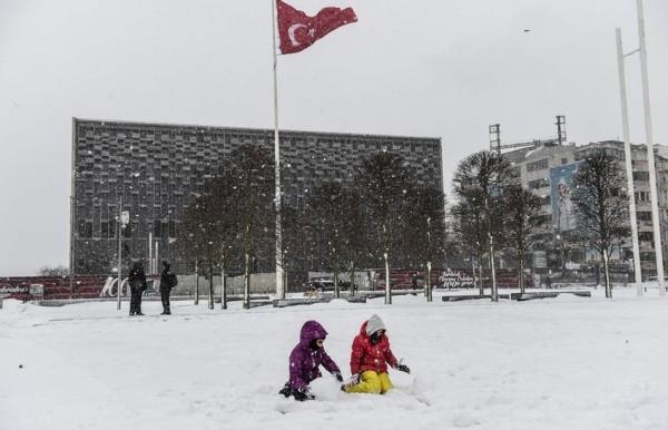 الثلوج تغطي اسطنبول 3910745385