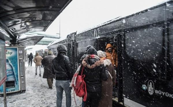 الثلوج تغطي اسطنبول 3910745388