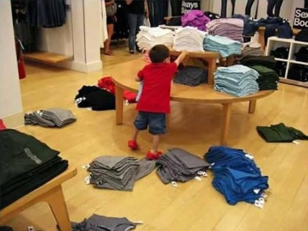 التسوق براءة الاطفال الجميلة ههههه
