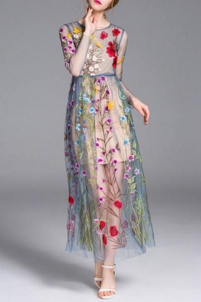 اختاري فستانك المرصع بالورود لاطلالة صيفية جذابة 3910795476