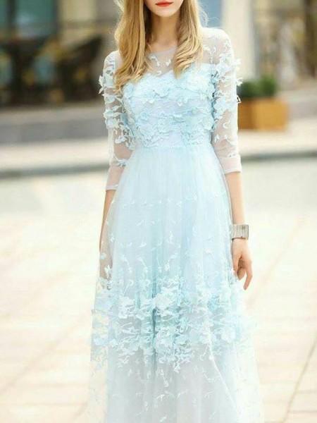 اختاري فستانك المرصع بالورود لاطلالة صيفية جذابة 3910795477