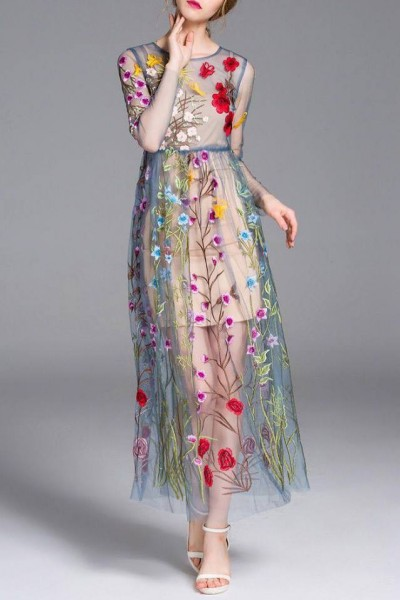 اختاري فستانك المرصع بالورود لاطلالة صيفية جذابة 3910795478