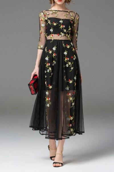 اختاري فستانك المرصع بالورود لاطلالة صيفية جذابة 3910795486