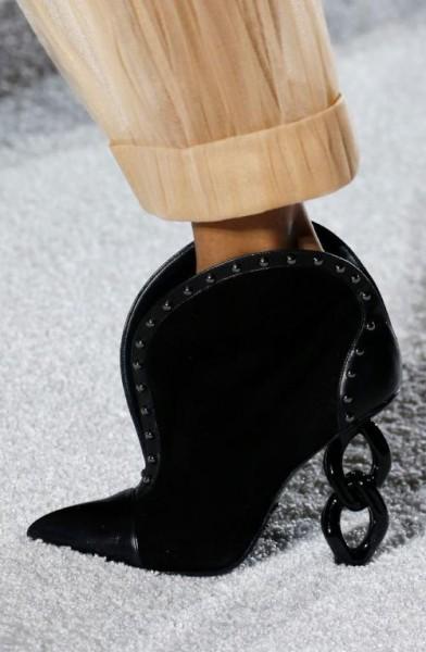 855af35d72fce صور  أحذية غريبة من موسم خريف 2018