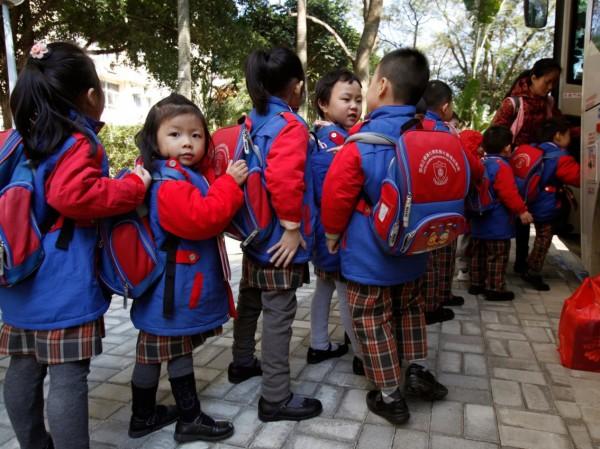 الأزياء المدرسية العالم