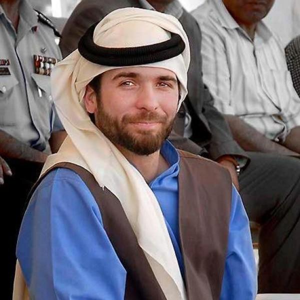من هو الأمير الأردني الذي يفوق ابن الملكة رانيا وسامة