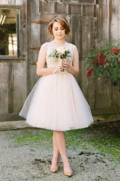 390b3f15db225 فإن كنت عروس وتنوين إقامة حفل زفاف قريبا فما رأيك في الإتجاه إلى فستان زفاف  قصير ومختلف، كما نشرها موقع