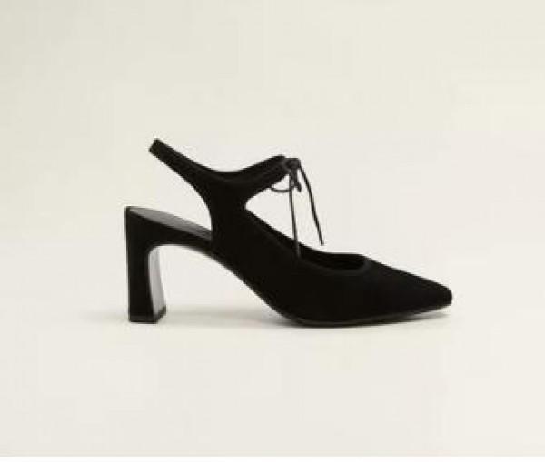 الأربطة تسيطر على صيحات أحذية الكعب العالي  3910917450