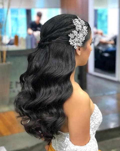 تسريحات شعر عروس منسدلة 3910917471