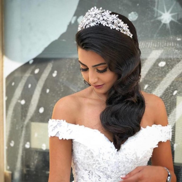تسريحات شعر عروس منسدلة 3910917472