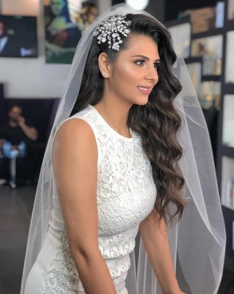 تسريحات شعر عروس منسدلة 3910917475