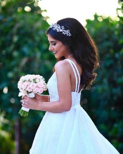 تسريحات شعر عروس منسدلة 3910917476