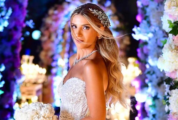 تسريحات شعر عروس منسدلة 3910917479