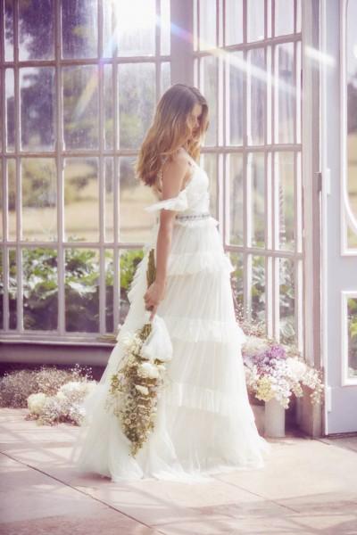 تصاميم فريدة لفساتين زفاف 3910934449