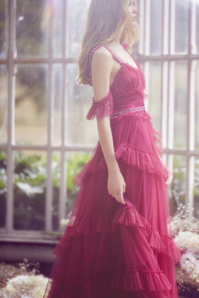 تصاميم فريدة لفساتين زفاف 3910934450