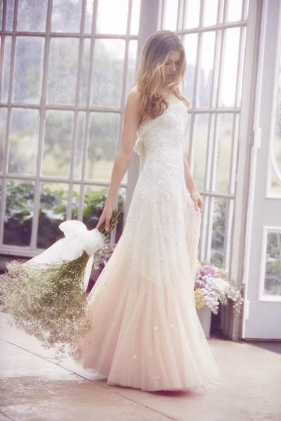 تصاميم فريدة لفساتين زفاف 3910934453