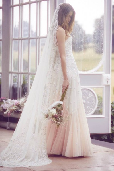 تصاميم فريدة لفساتين زفاف 3910934455