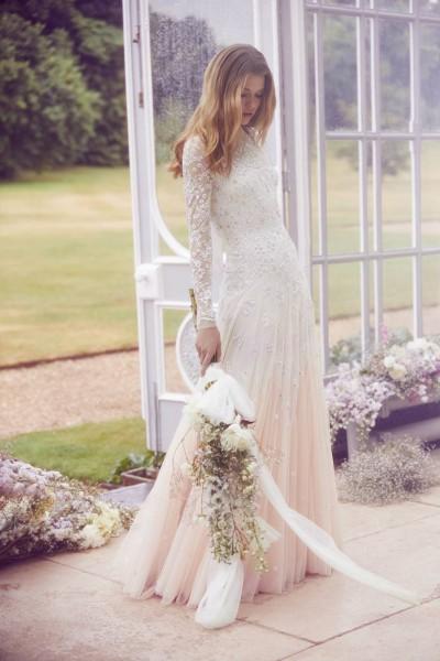 تصاميم فريدة لفساتين زفاف 3910934456