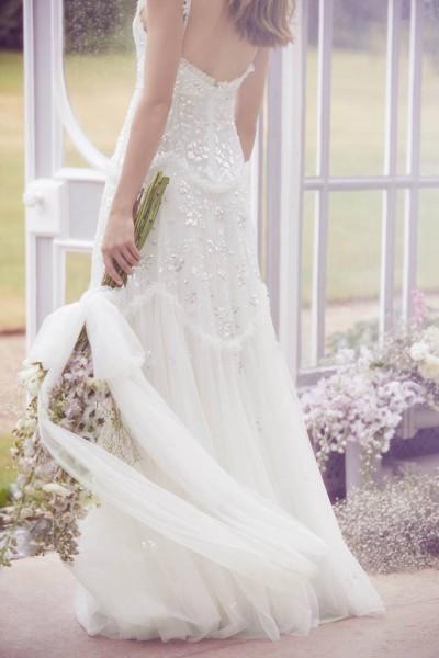 تصاميم فريدة لفساتين زفاف 3910934458