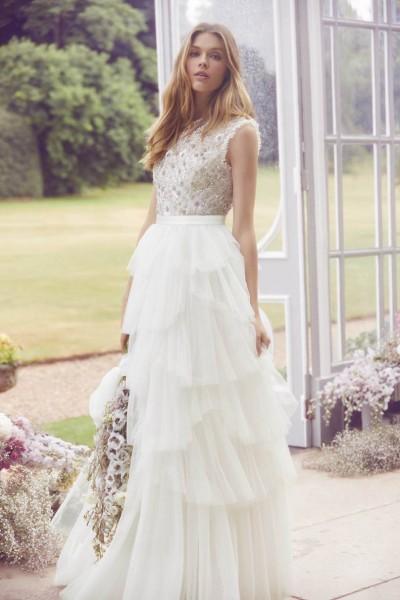 تصاميم فريدة لفساتين زفاف 3910934460