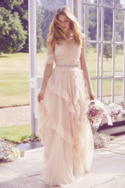 تصاميم فريدة لفساتين زفاف 3910934461