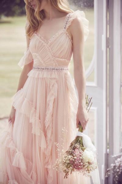 تصاميم فريدة لفساتين زفاف 3910934462