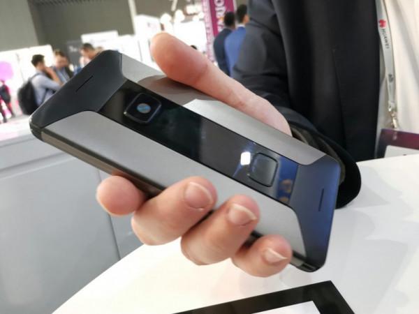 لأول جهاز أسطوري يجمع الهاتف