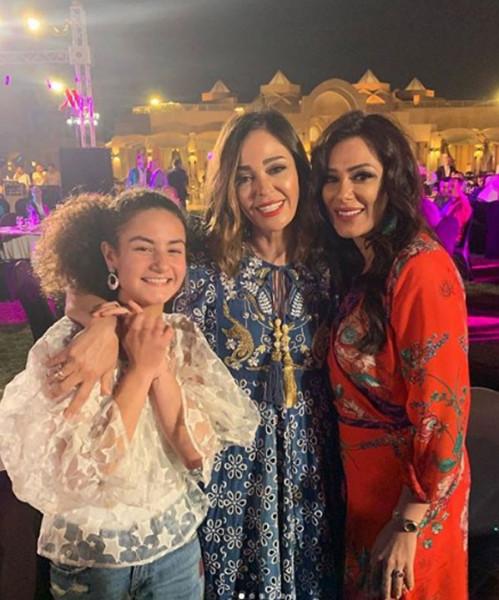 داليا البحيري تحتفل بنجاح ابنة زوجها الفنانة الشابة