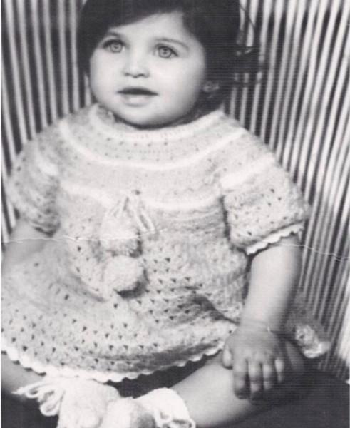 الإعلامية ياسمين الخطيب تفاجئ جمهورها بنشرها صورة من طفولتها لأول مرة