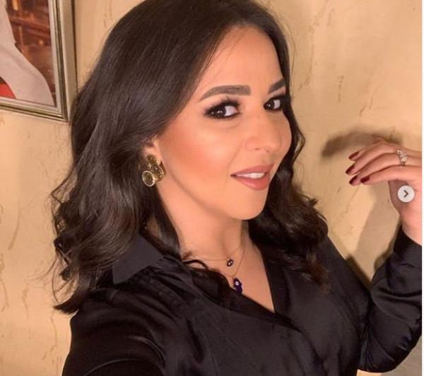 إيمي سمير غانم تبهر جمهورها بمكياج يغير ملامحها