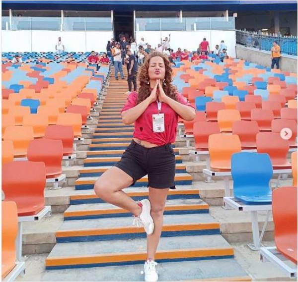 سما المصري تنشر صورة خلال حضورها بإستاد القاهرة استعدادا لمباراة منتخبي مصر وجنوب أفريقيا