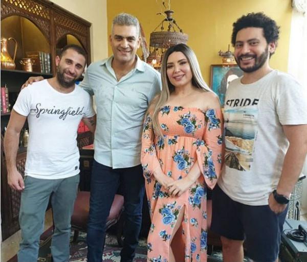الفنانة عبير صبري تشارك جمهورها في صورة جديدة لها بعد أن غيرت لون شعرها