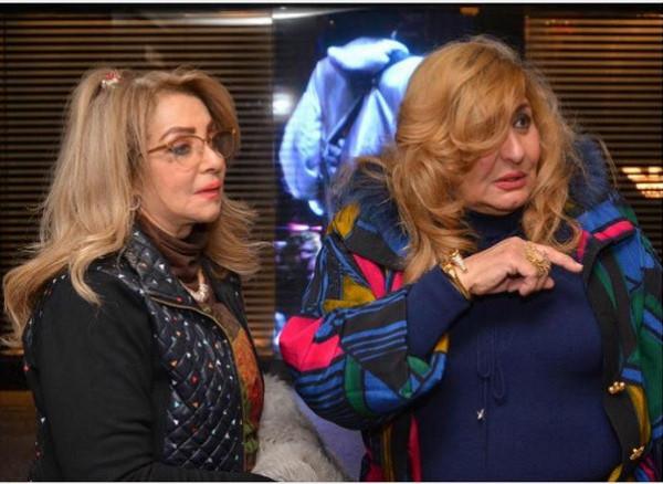 الفنانة شهيرة تشارك جمهورها صورة حديثة لها برفقة الفنانة رجاء الجداوي
