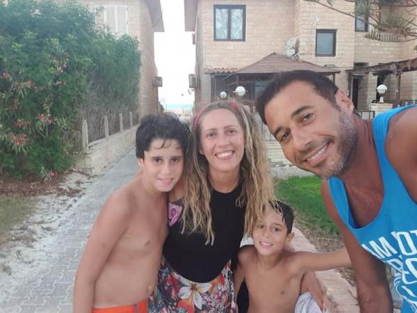 أحمد السعدني يودع طليقته برسالة مؤثرة: ماتت وتركت لي الولدين والندم
