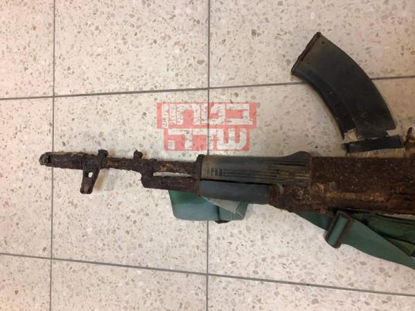صور: الإحتلال يزعم العثور علي سلاح أحد مقاتلي القسام من حرب 2014