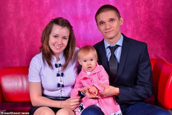 شاب يلقى نفسه وبطفليه انتقامًا من زوجته لتقديمها طلب الطلاق في المحكمة