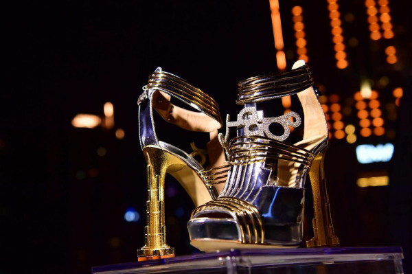 أغلى حذاء في العالم ثمنه 19.9 مليون دولار  3911029500