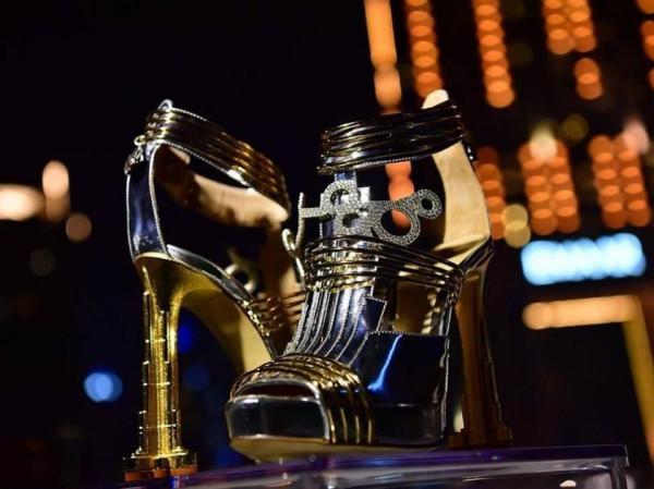 أغلى حذاء في العالم ثمنه 19.9 مليون دولار  3911029501