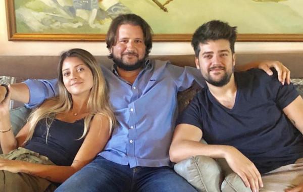 وليد توفيق ينشر لأول مرة صور أبنائه الثلاثة.  3911051118