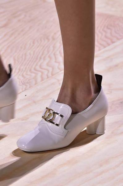 """صيحة حذاء """"غريبة"""" تتربع على عرش الموضة هذا الربيع   3911057970"""