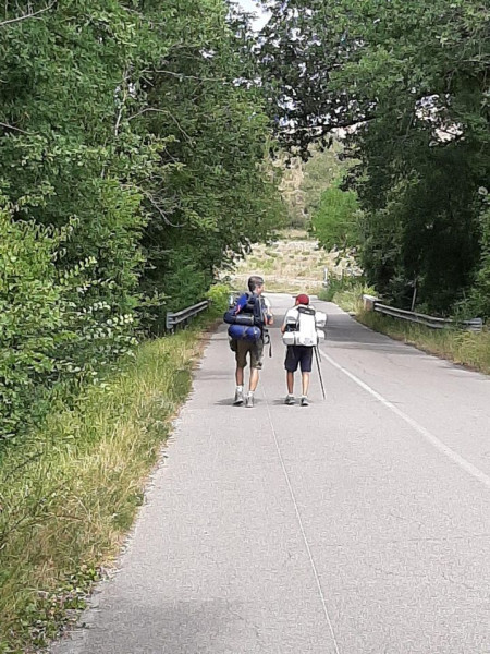 طفل يسير 2800 كيلومتر على قدميه لرؤية جدته   3911105925