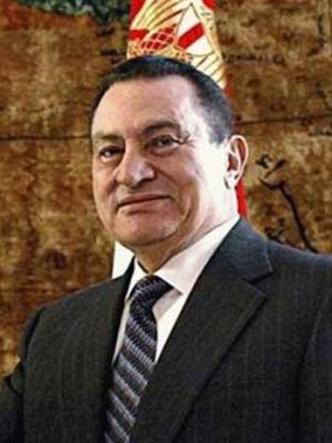 مبارك بمذكراته : عمر سليمان عارضني علي طول الخط ولو كنت دكتاتورا لقتلت عمرو موسي
