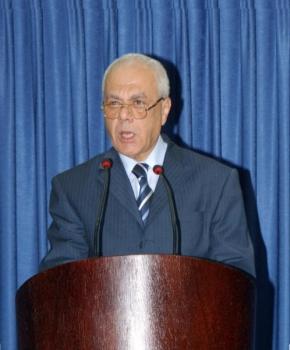 نيابة عن الرئيس: عبد الرحيم يقدم واجب العزاء بوفاة صبحي الطيراوي