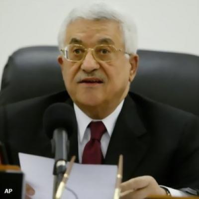 الرئيس عباس يُعزي بوفاة المستشار طلعت طويل