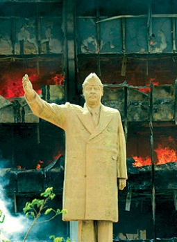 لماذا دفع تاجر كويتي 7 ملايين دولار للقلم الذي وقع به المالكي حكم إعدام صدام حسين ؟