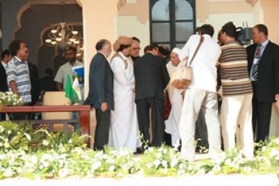 نجل أسد الصحراء عمر المختار: لحظة انحناء برلسكوني أمامي وتقبيله يدي شيء لا يمكن نسيانه